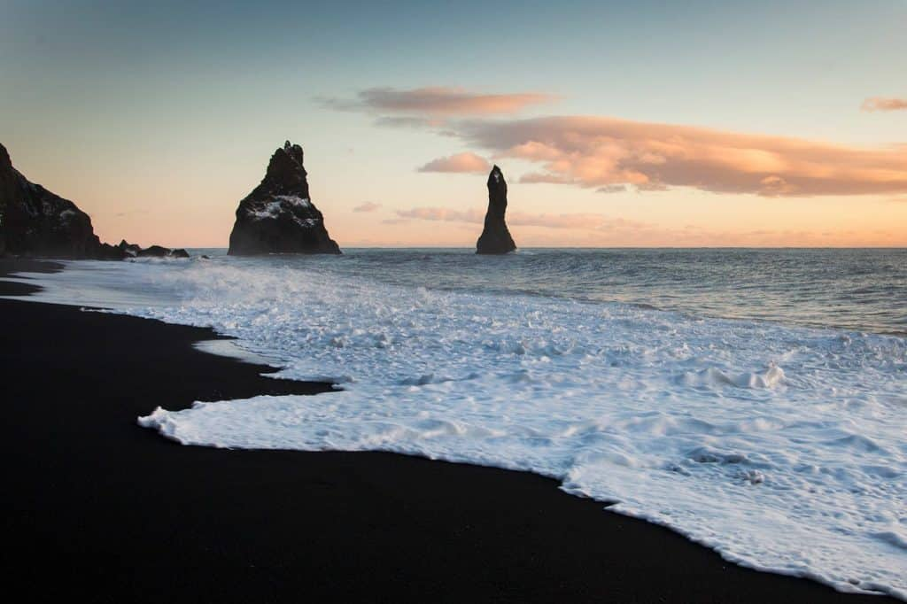 plaja nisip negru gocamper