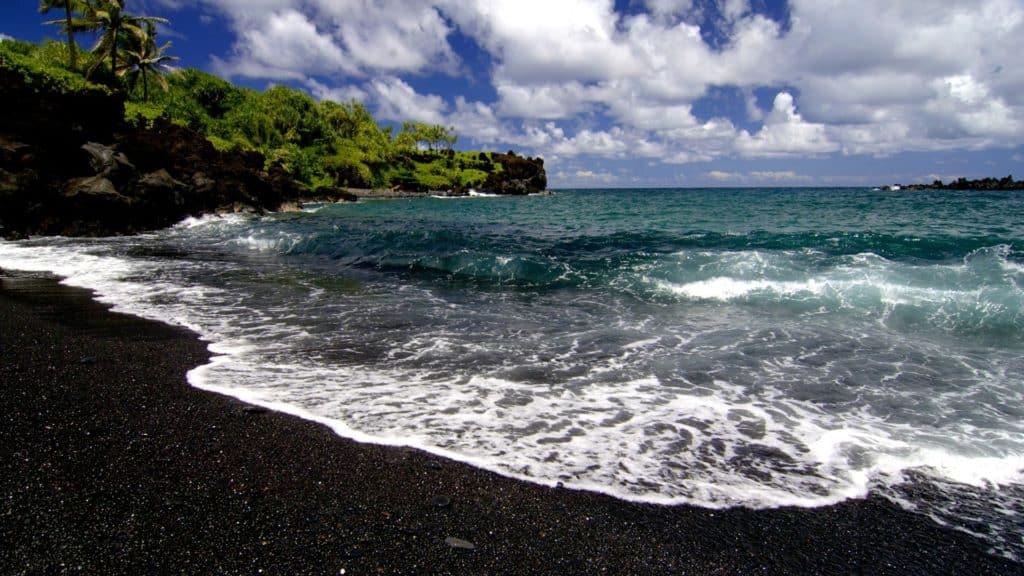 plaja nisip negru